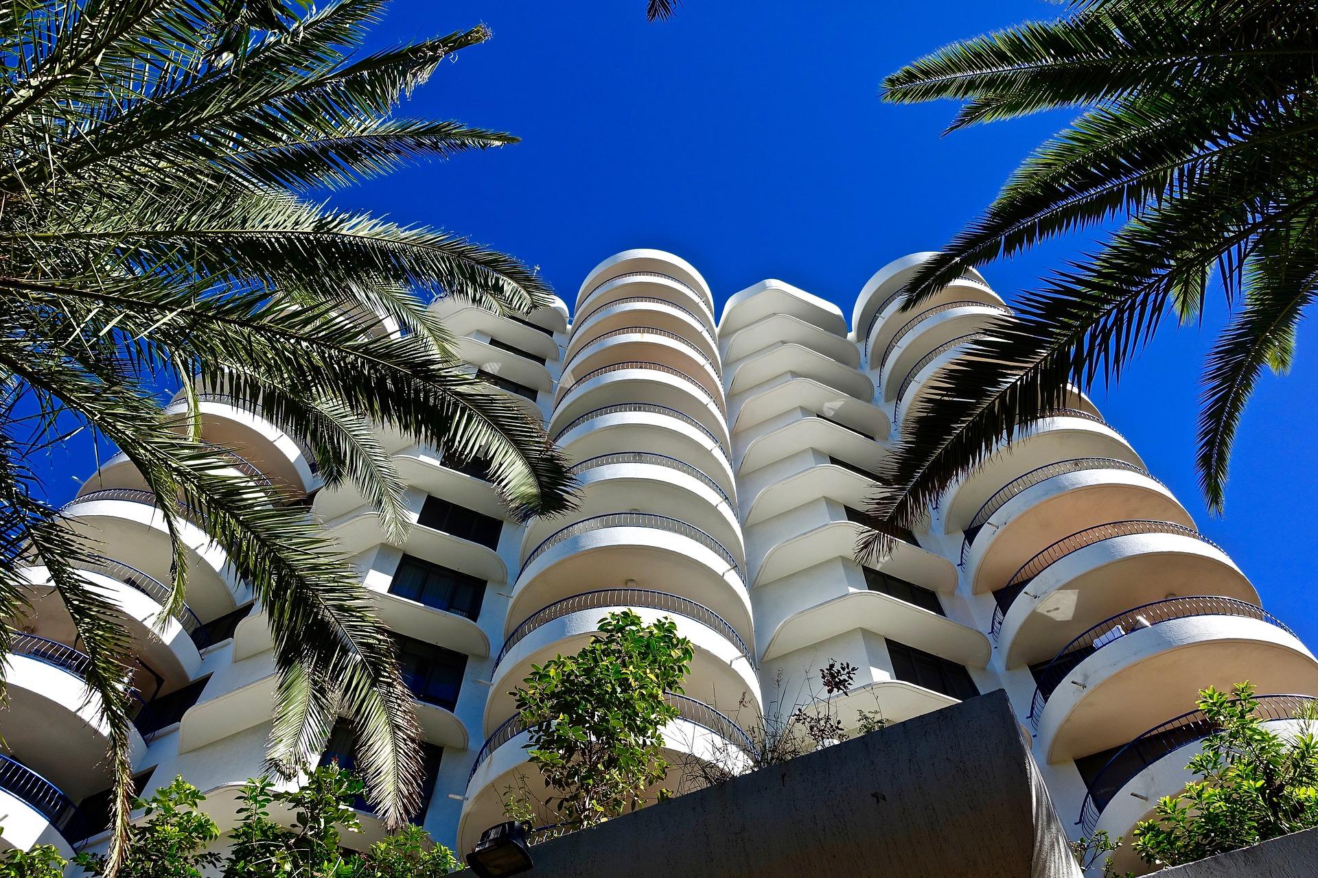 apartments-1393603_1920